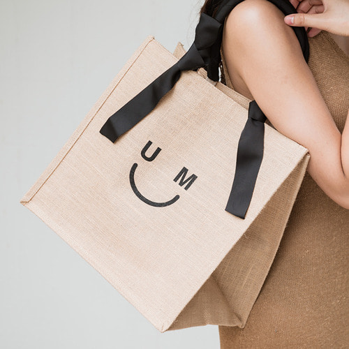 [ESSENTIAL BY UM] UM SMILE SHOPPER - BLACK